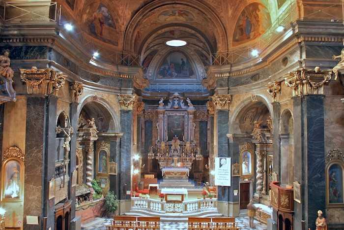 المدينة القديمة من افضل اماكن السياحة في نيس فرنسا