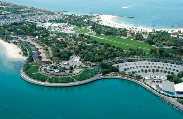 حدائق وشاطئ الممزر من اجمل الاماكن السياحية في دبي واحدى اكبر شواطئ دبي الامارات