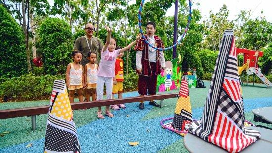 حديقة للاطفال في حدائق الخليج إحدى اجمل الاماكن السياحية في سنغافورة