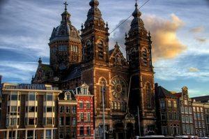 كنيسية القديس نيكولاس من اشهر معالم السياحة في امستردام
