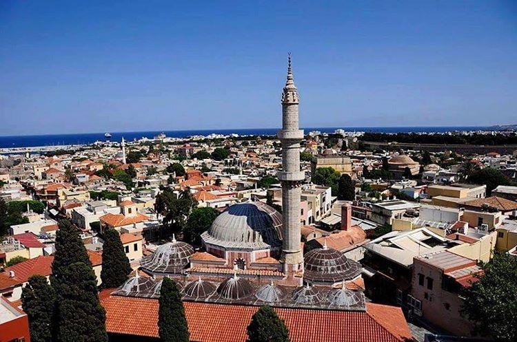 المدينة القديمة من ابرز اماكن السياحة في جزيرة رودس اليونانية