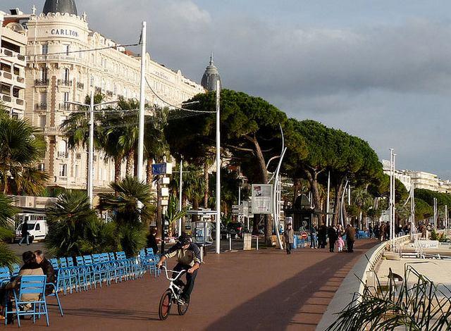 شارع لا كروازيت في كان الفرنسية