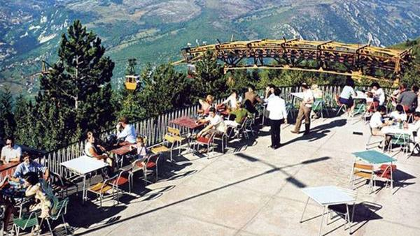 جبل تريبفيتش في سراييفو من افضل الاماكن السياحة في سراييفو البوسنة والهرسك