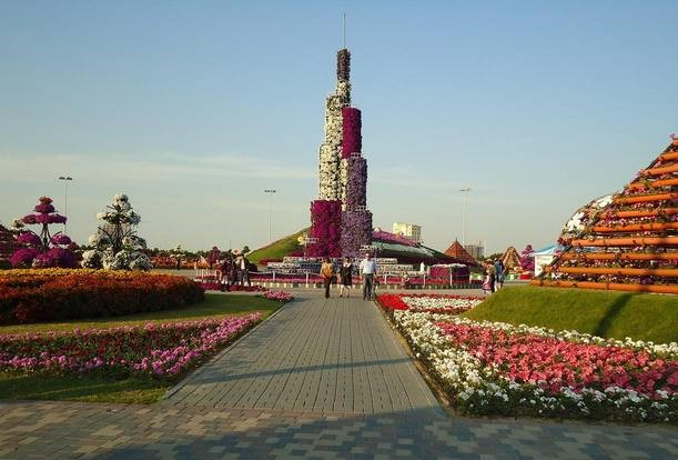 حديقة برج خليفة من اجمل حدائق دبي الامارات