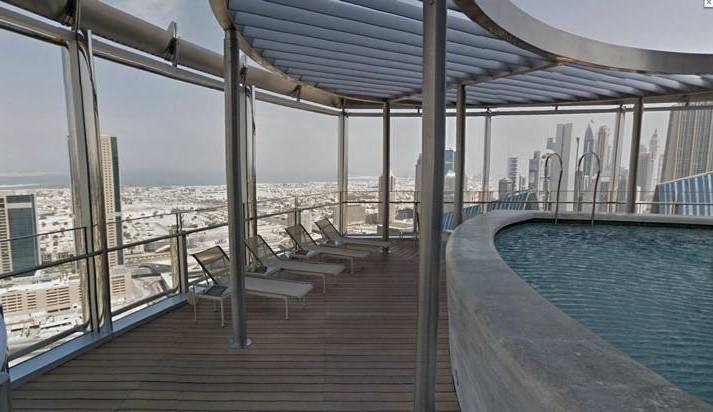 اعلى مسبح في العالم يقع في برج خليفة بامارة دبي