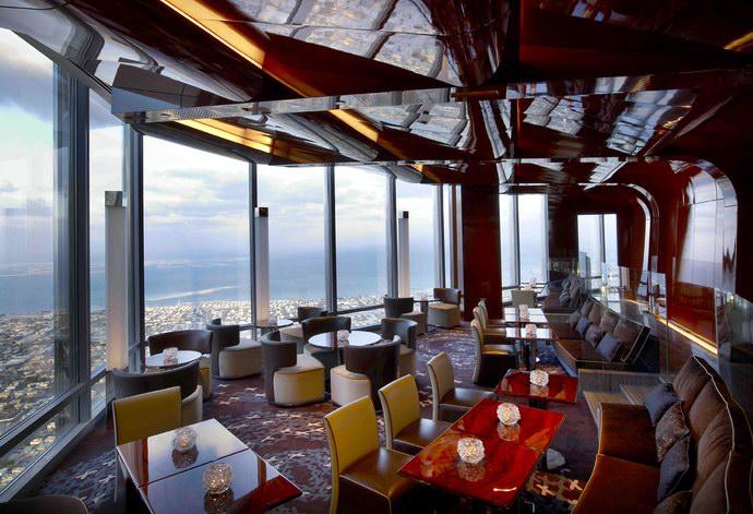 مطعم اتموسفير في برج خليفة يعد من افخم مطاعم دبي