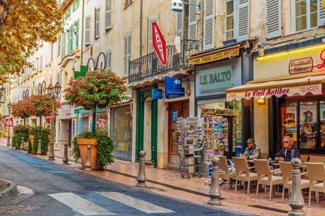 المدينة القديمة في كان الفرنسية