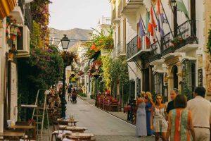 تعرف في المقال على افضل الانشطة السياحية عند زيارة المدينة القديمة في كان ، بالإضافة الى افضل فنادق كان فرنسا القريبة منها