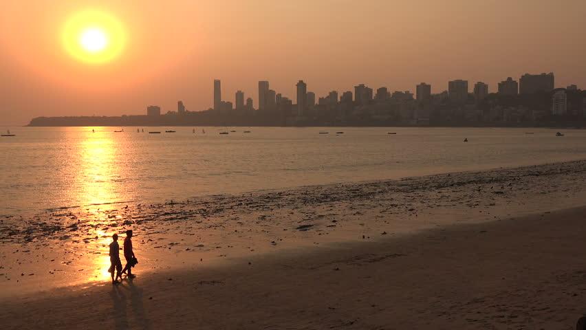 شاطئ شوباتي من افضل شواطئ مومباي
