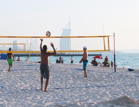 شاطئ كايت من اجمل الاماكن السياحية في دبي واحدى افضل شواطئ دبي