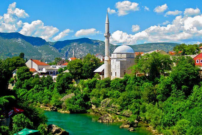 جامع محمد باشا كوسكي من افضل الاماكن السياحية في موستار البوسنة والهرسك