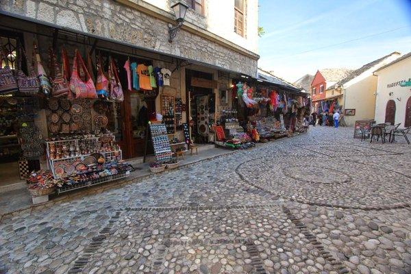 السوق القديم في موستار من افضل اماكن السياحة في مدينة موستار البوسنة والهرسك