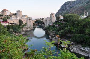 الجسر القديم في مدينة موستار البوسنة والهرسك