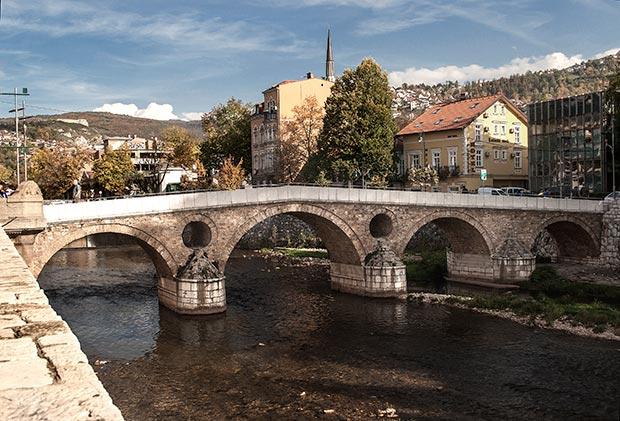 الجسر اللاتيني من اهم اماكن سياحية في سراييفو