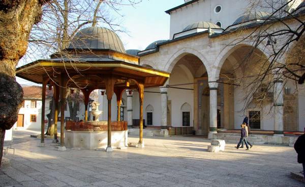 مسجد غازي خسرو بيك من اهم مساجد السياحة في سراييفو