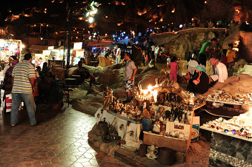 السوق الشعبي من اهم اماكن السياحة في مصر شرم الشيخ