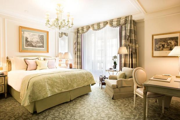 ديكورات رائعة وأنيقة في فندق الفور سيزون باريس