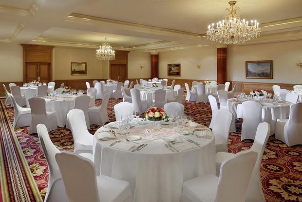 قاعة احتفالات مع خدمات رائعة يُقدّمها ماريوت الشانزليزيه باريس