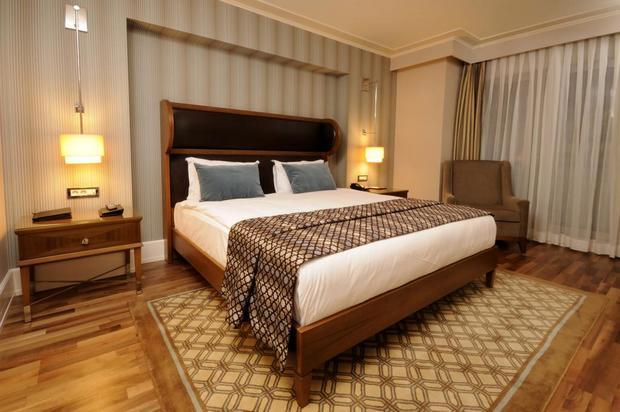 فندق تايتنك في اسطنبول