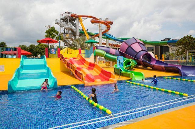 منتزه وايد وايد ويت المائي من افضل اماكن السياحة في سنغافورة