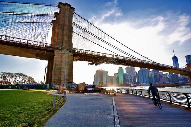جسر بروكلين من اشهر الاماكن السياحية في نيويورك
