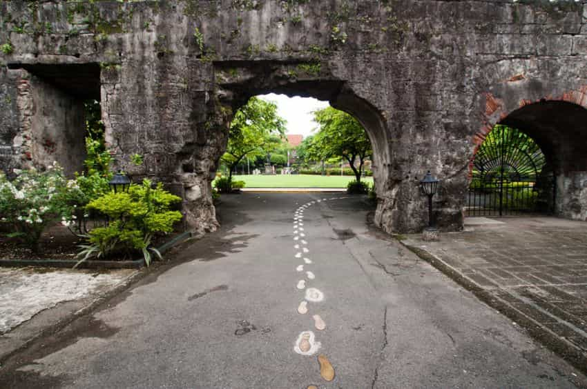 قلعة سانتياغو من اجمل اماكن سياحية في مانيلا الفلبين