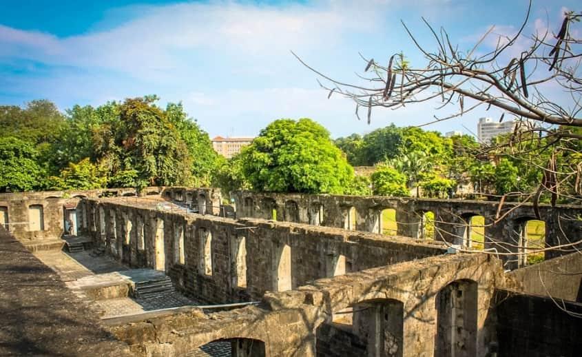 قلعة سانتياغو من افضل اماكن السياحة في مانيلا الفلبين