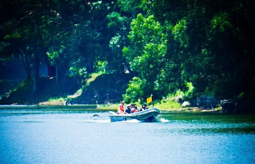 بُحيرة كاندي بسريلانكا