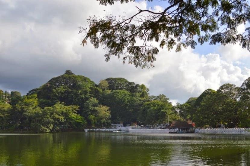 بحيرة كاندي من اجمل الاماكن في مدينة كاندي سريلانكا
