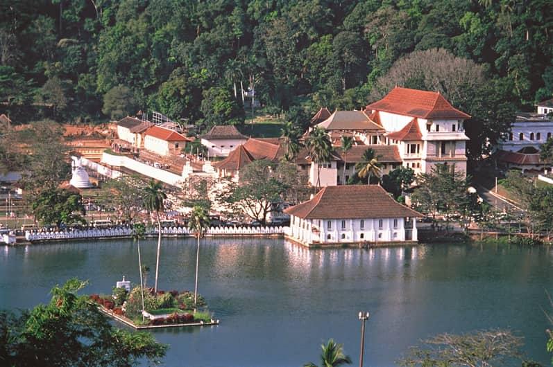 بحيرة كاندي من اجمل الاماكن السياحية في كاندي سريلانكا