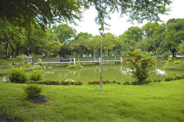 حديقة ريزال في مانيلا الفلبين