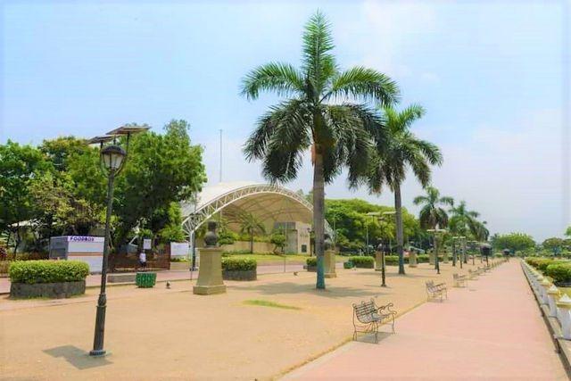 حديقة ريزال في مدينة مانيلا الفلبين