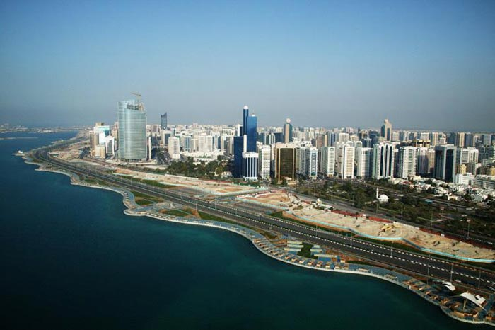 كورنيش ابوظبي احدى اهم الاماكن السياحية في ابوظبي الامارات