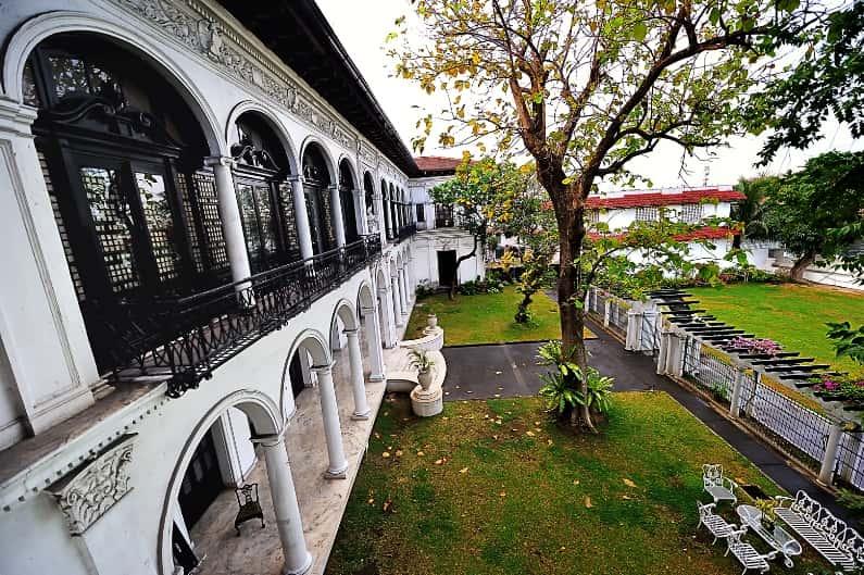 قصر مالاكانانج من اهم متاحف مانيلا الفلبين
