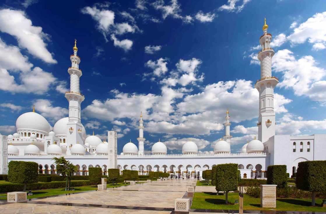 جامع الشيخ زايد من اكبر جوامع الامارات ، و إحدى اهم معالم ابوظبي
