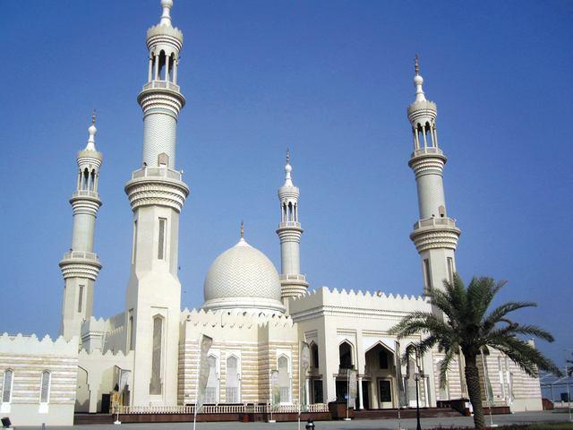 مسجد الشيخ زايد من اجمل اماكن السياحة في عجمان