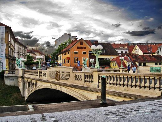جسر التنين من افضل اماكن سياحية ليوبليانا سلوفينيا