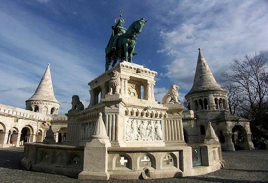 حصن فيشرمان في مدينة بودابست المجر