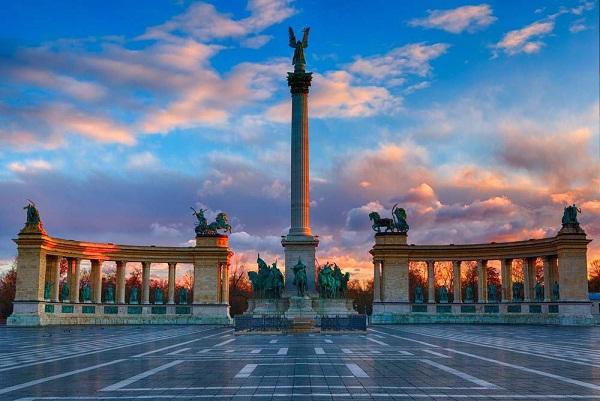 ميدان الابطال من اشهر اماكن السياحة في المجر بودابست