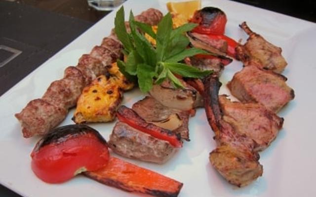 مطعم حرير اصفهان من افضل المطاعم في الشارقة الامارات