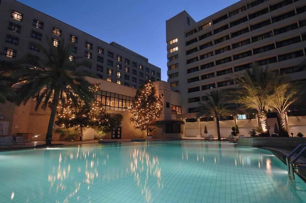 يجمع فندق أنتركونتينتال بين المرافق المعاصرة والميزات المحلية، ويقدم الإقامة الأنيقة في المنطقة الدبلوماسية في عمان. ويعد من افضل فنادق عمان الاردن