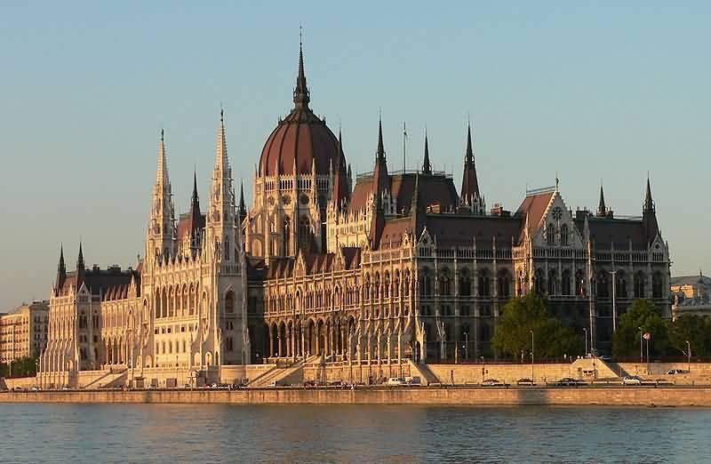 مبنى البرلمان المجري من افضل الاماكن السياحية في بودابست