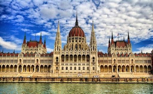 مبنى البرلمان المجري في مدينة بودابست المجر