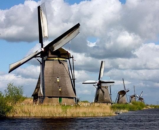 طواحين كنديرديك من اهم معالم روتردام السياحية
