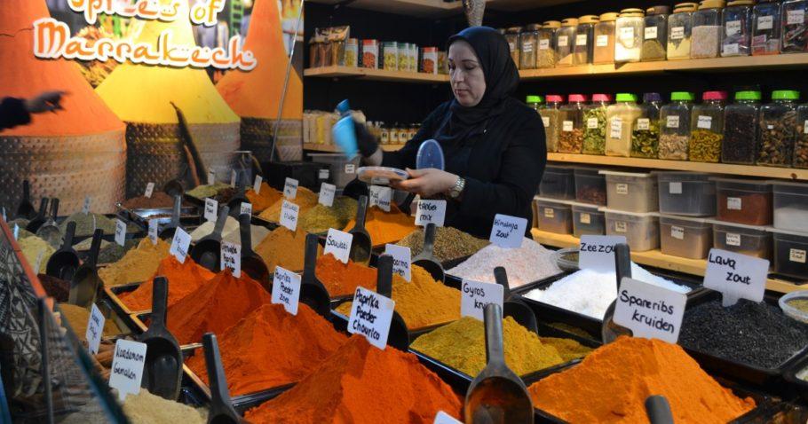 كشك بهارات مراكش في قاعة السوق