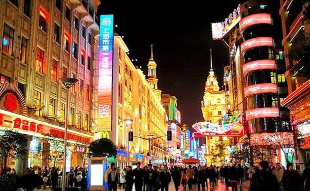 شارع نانجينغ من ابرز معالم شنغهاي السياحية