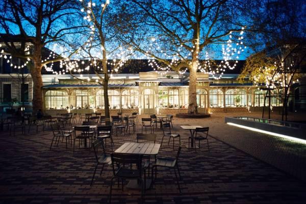 مقهى دي بلانتاج في حديقة أوتيس