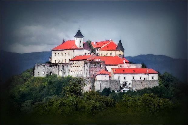 قلعة بالانوك في اوكرانيا