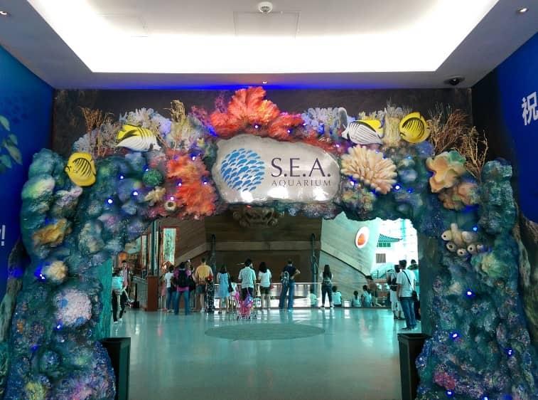 اكواريوم سنغافورة في جزيرة سنتوسا