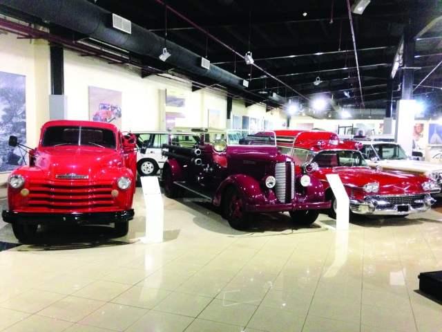 متحف الشارقة للسيارات القديمة من افضل الاماكن السياحية في الشارقة الامارات